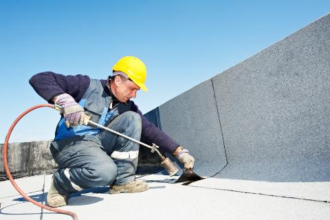 entretien toiture terrasse par ouvrier